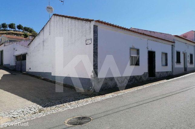 Alcaria Da Serra , Casa Térrea Com Quintal