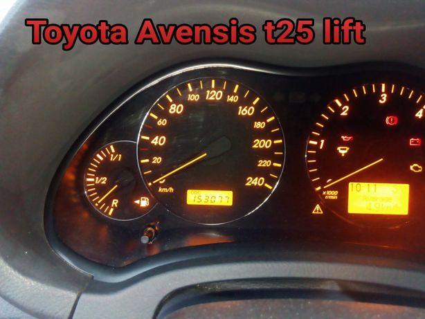 Licznik toyota avensis t25 lift 2.2 d-cat