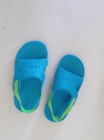 buty do wody klapki Decathlon i crocsy