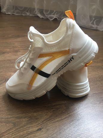 Кросівки літні для дівчинки на 34р.