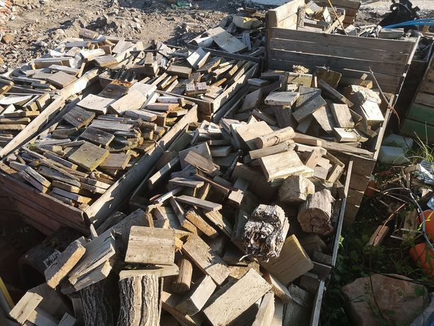 Drewno drzewo opałowe kominkowe rozpałkowe zrzynki palety deski krokwy