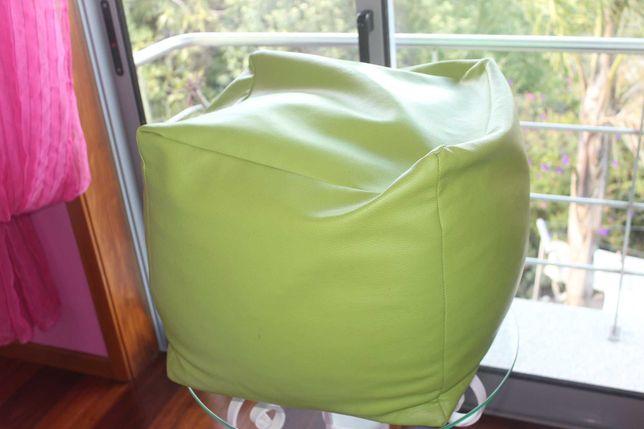 Puff quadrado em verde alface