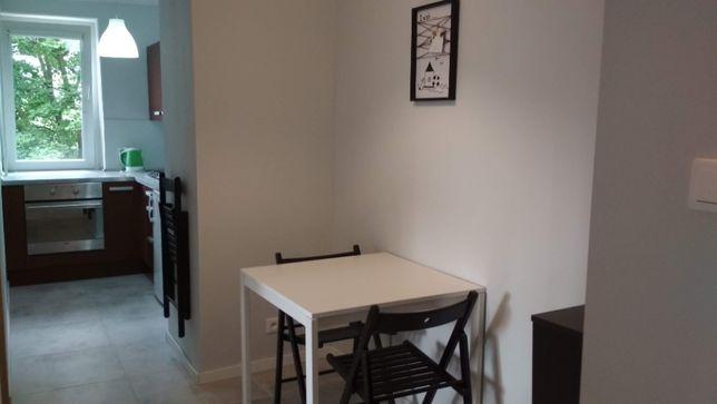 przytulny pokój w nowoczesnym mieszkaniu, CO, internet