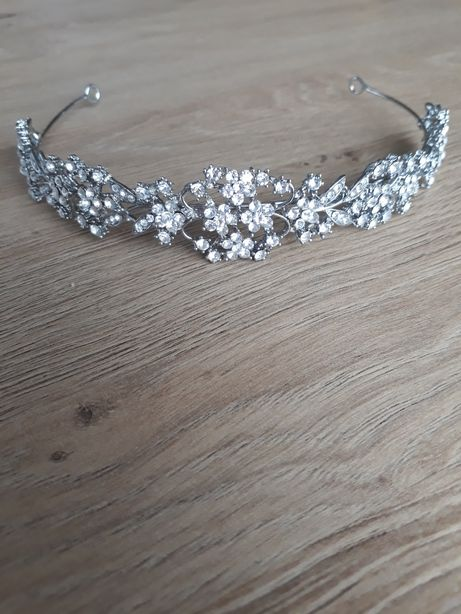 Diadem tiara na ślub + ozdoba na grzebyczku