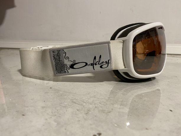 Gogle narciarskie snowboardowe Oakley białe