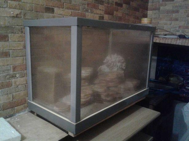 Продам аквариум  (оргстекло) 130л с декором