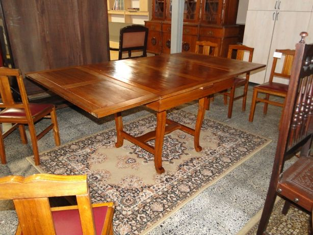 Mesa de sala antiga - extensível em madeira - Bom estado geral - Só a