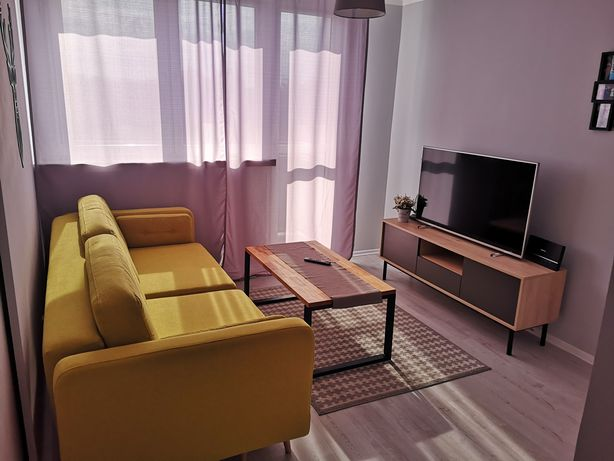 Żółta sofa rozkładana