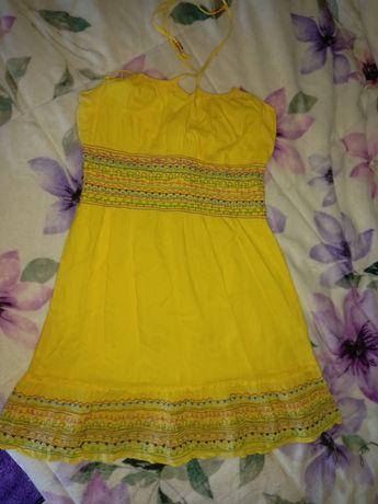 Vestido amarelo em bom estado