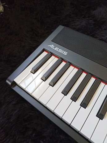 Alesis  RECITAL фортепиано
