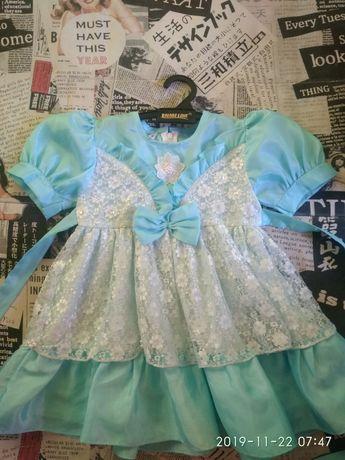 Платье новогоднее снежинки) в отличном состоянии