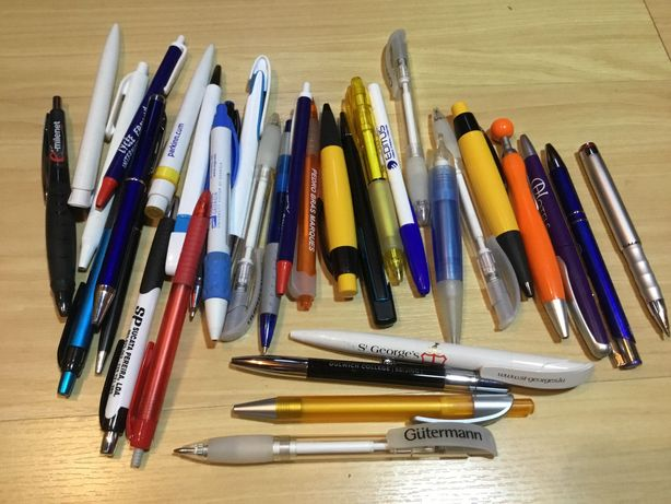 Lote de 34 canetas com publicidade para coleção