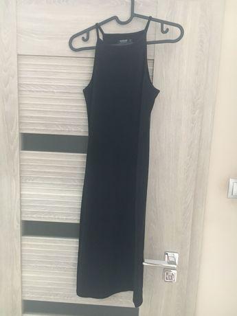 Czarna sukienka z prazkowanego materialu Reserved