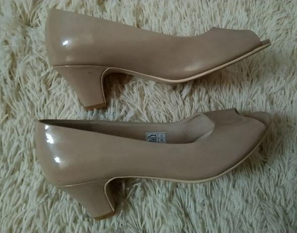 Wygodne obuwie eleganckie obcas kaczuszka skórzane