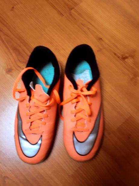 Tenis 36.5 laranja neon NIKE