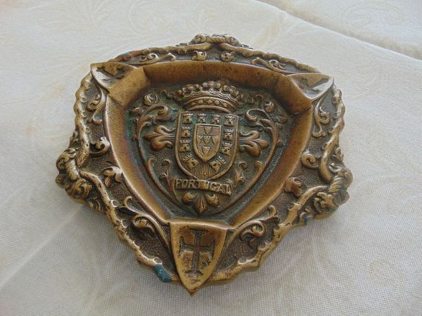 Cinzeiro em Bronze com brasão de Portugal