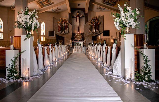 Biały klęcznik, dekoracja kościoła,biały dywan,wypożyczalnia dekoracji