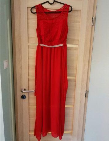 Czerwona balowa suknia