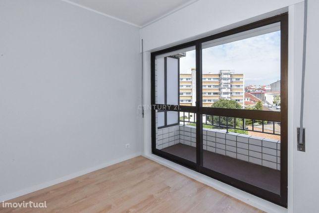Fantástico apartamento T2+1 totalmente renovado - Hospital de S. João/
