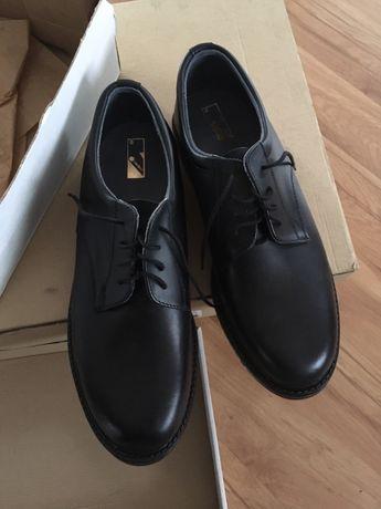 Nowe skórzane buty r. 44