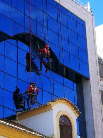 Trabalhos em altura, acesso por cordas (rapel)reabilitação de edifíci