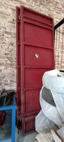 Двері металеві з рамою (склад,гараж)
