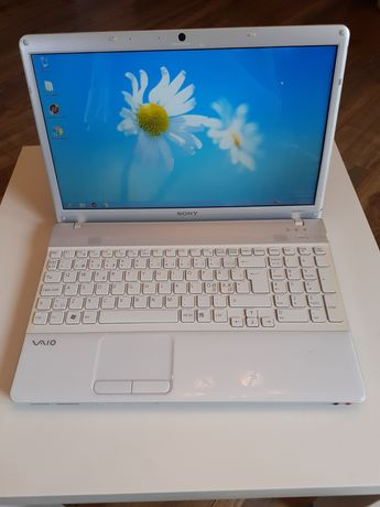 Laptop Sony Vaio Athlon 2.3 GHz 4 GB RAM 320 GB HDD Radeon HD 4200