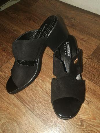 Продам новые шлепки на устойчивом каблуке 36 размер