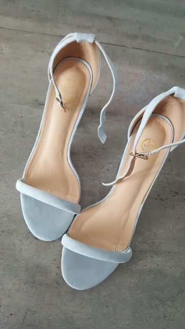 Sandałki na słupku Lu Boo