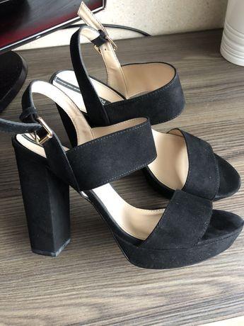 Sandały na słupku pull & bear rozmiar 40 25,5 cm czarne sandałki