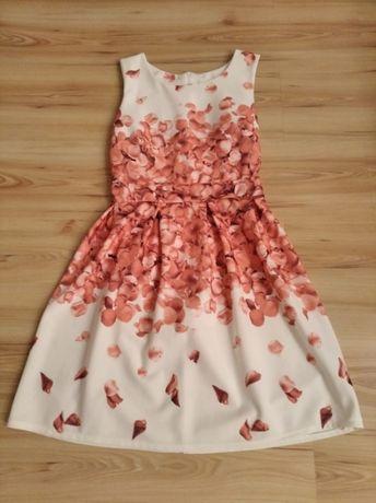 Śliczna rozkloszowana sukienka