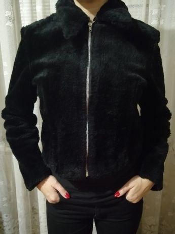 Курточка из искусственного меха.