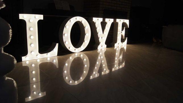 Litery i  LOVE na wesele