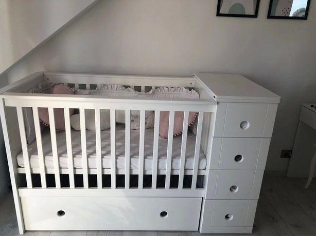 Łóżeczko dziecęce z komodą i szufladami