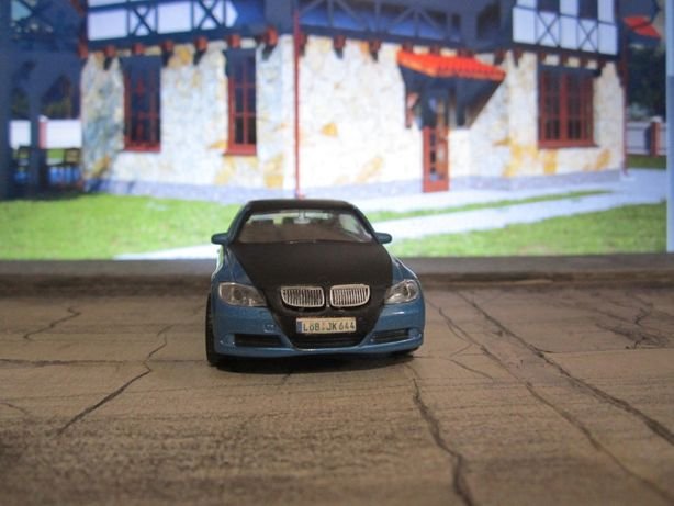 BMW 330i 1:43 Welly