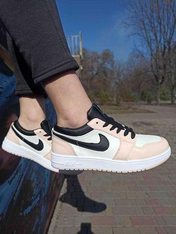 Женские кроссовки на весну Nike Air Jordan 1 low Розовый с белым