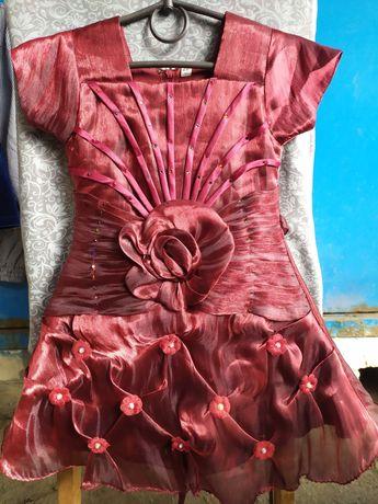 Нарядное платье на  худенькую девочку 1,5 - 2 года
