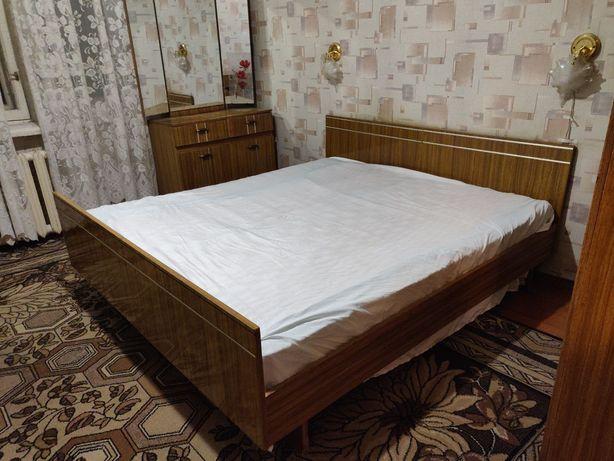 Мебель. Кровать, шкаф, трюмо, тумбочки