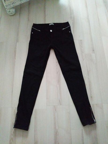Czarne spodnie zamki M L Sinsay