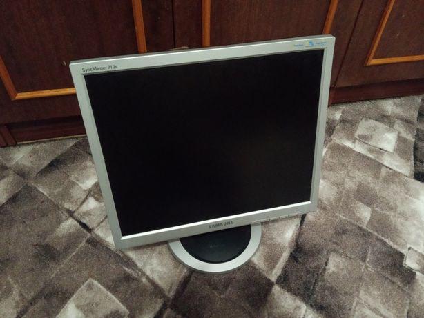 Монитор Samsung 710N с проводами