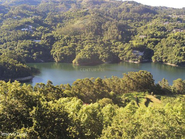 Moradia T4 Isolada no  Gerês Rio Caldo, com vistas sobre rio