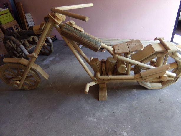 motocykl z drewna ozdoba ogrodu