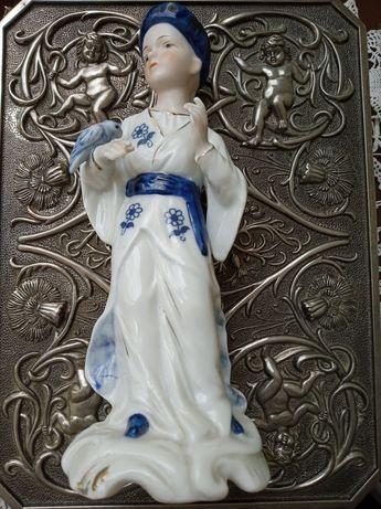 Винтаж Англия фарфоровая статуэтка 19 см.