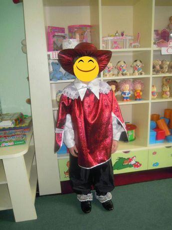 Продам костюм мушкетера.