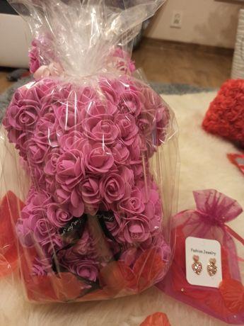 Miś z róż i kolczyki, gotowy zestaw na urodziny, randkę