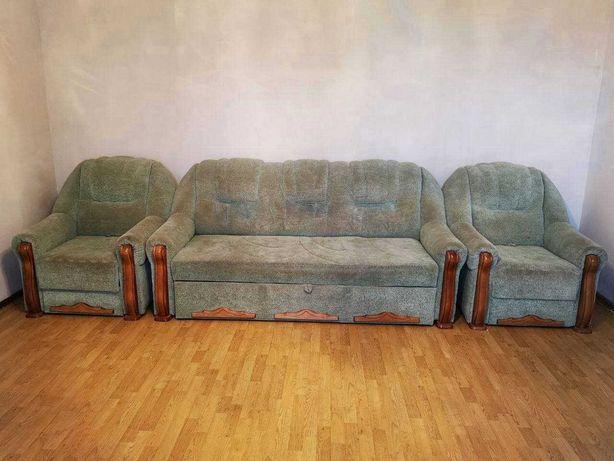 Диван-ліжко,+2 розкладні м'які крісла.
