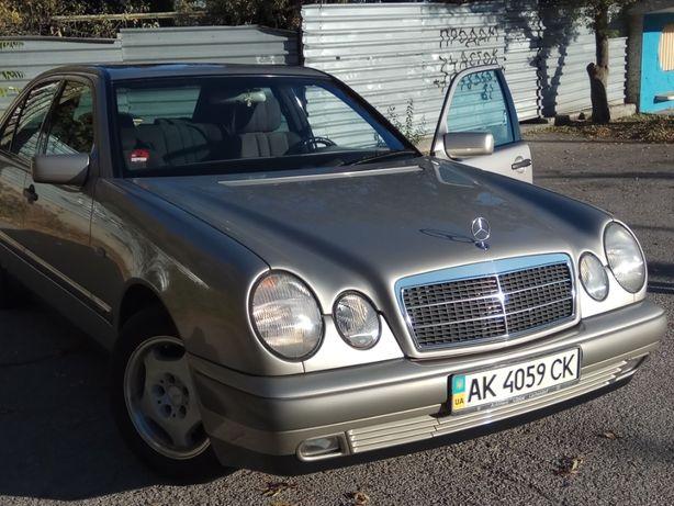 Автомобиль MERCEDES-BENZ E210