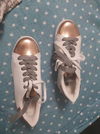 Buty sneykersy białe ze złotem