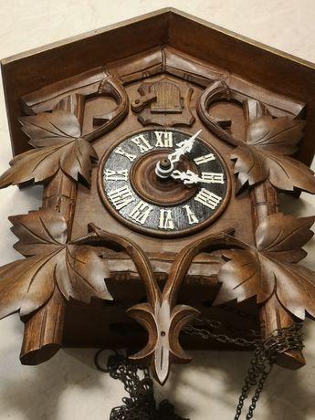Stary zegar z kukułką.