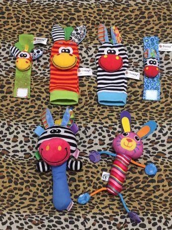 Игрушки-погремушки на ручки и ножки.2 носочка+2 браслета +2 игркшки